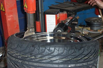106. Tyre Fitting 2