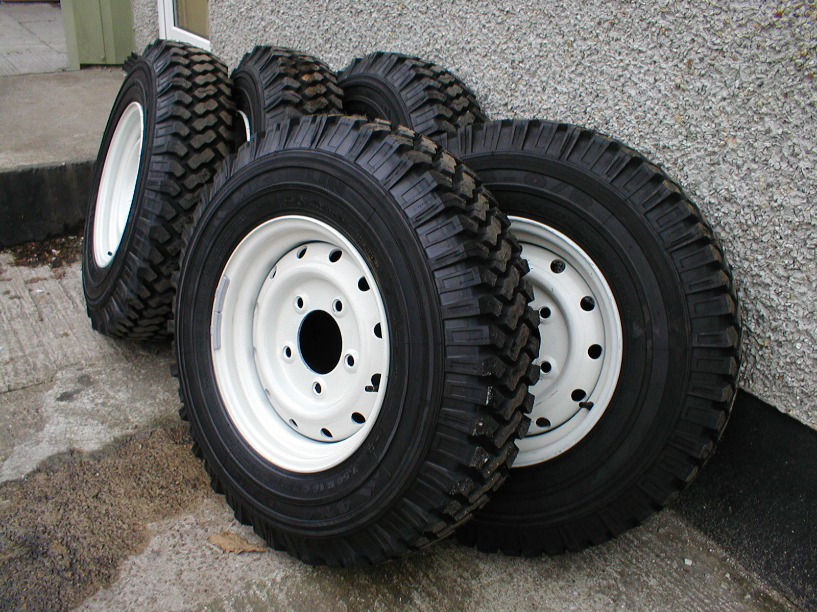 49 Land Rover Tyres 1